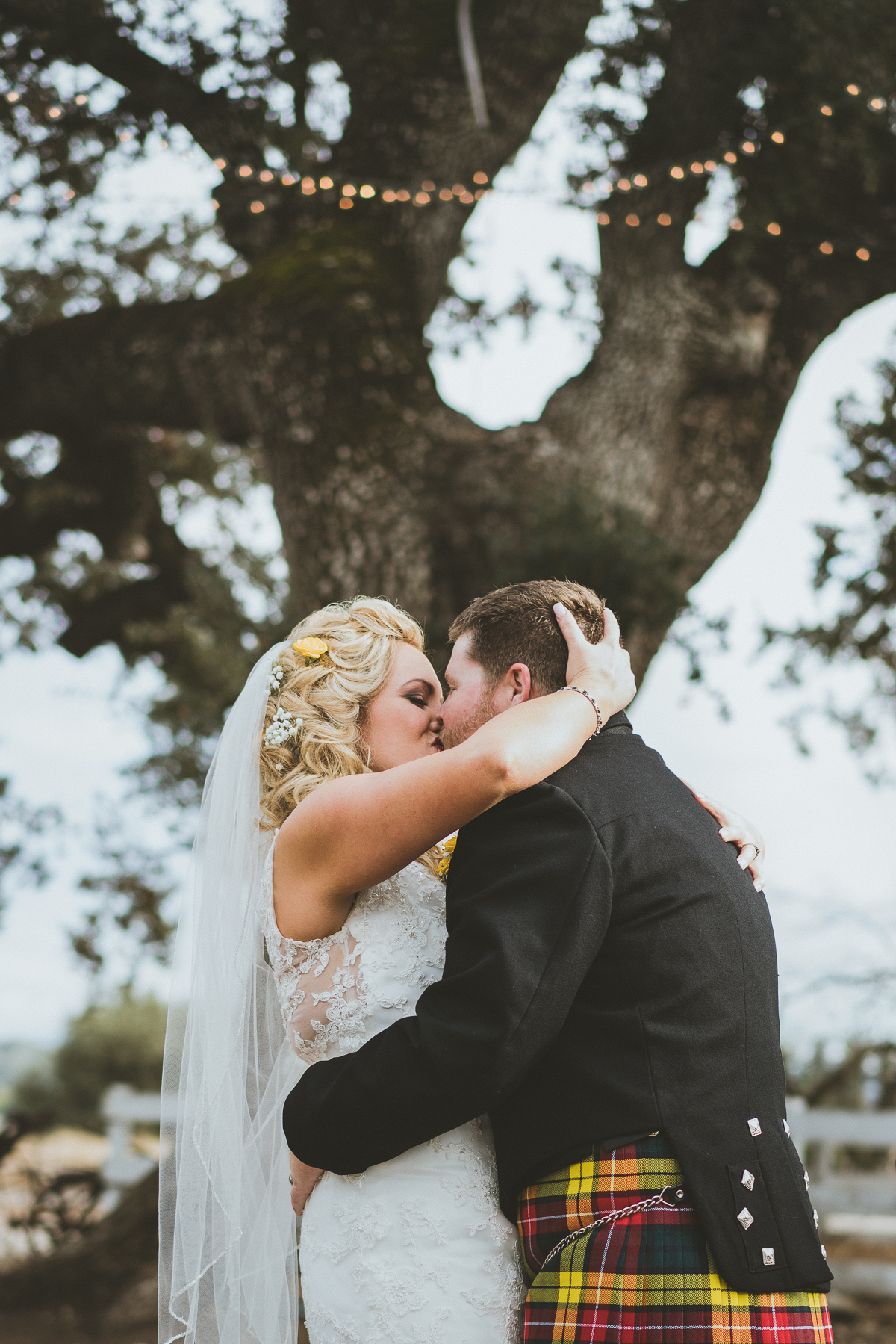 First husband and wife kiss
