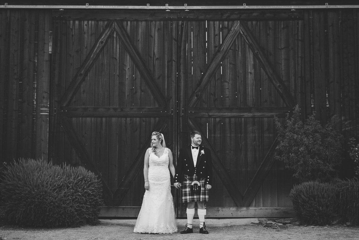 wedding photography at barn doors